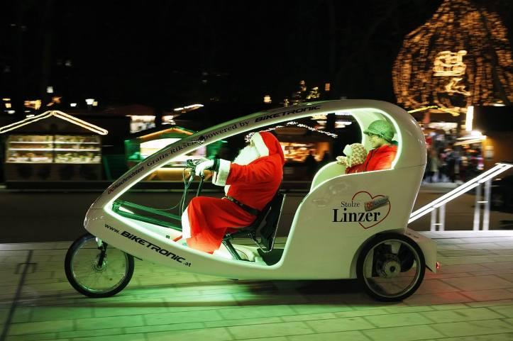 Pirulito e Mamae mit Santa Klaus iin Linz